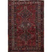 TAPPETO SHIRAZ trama, ordito e vello in lana (usure). Persia XX secolo - cm 201 x 150