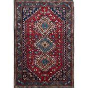 TAPPETO YALAMEH trama, ordito e vello in lana. Persia XX secolo - cm 166 x 109