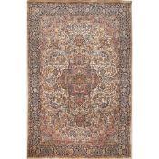 TAPPETO SRINAGAR trama ed ordito in cotone, vello in lana e seta. India XX secolo - cm 275 x 181