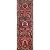 TAPPETO BAKTIARY trama ed ordito in cotone, vello in lana. Persia XX secolo - cm 292 x 101
