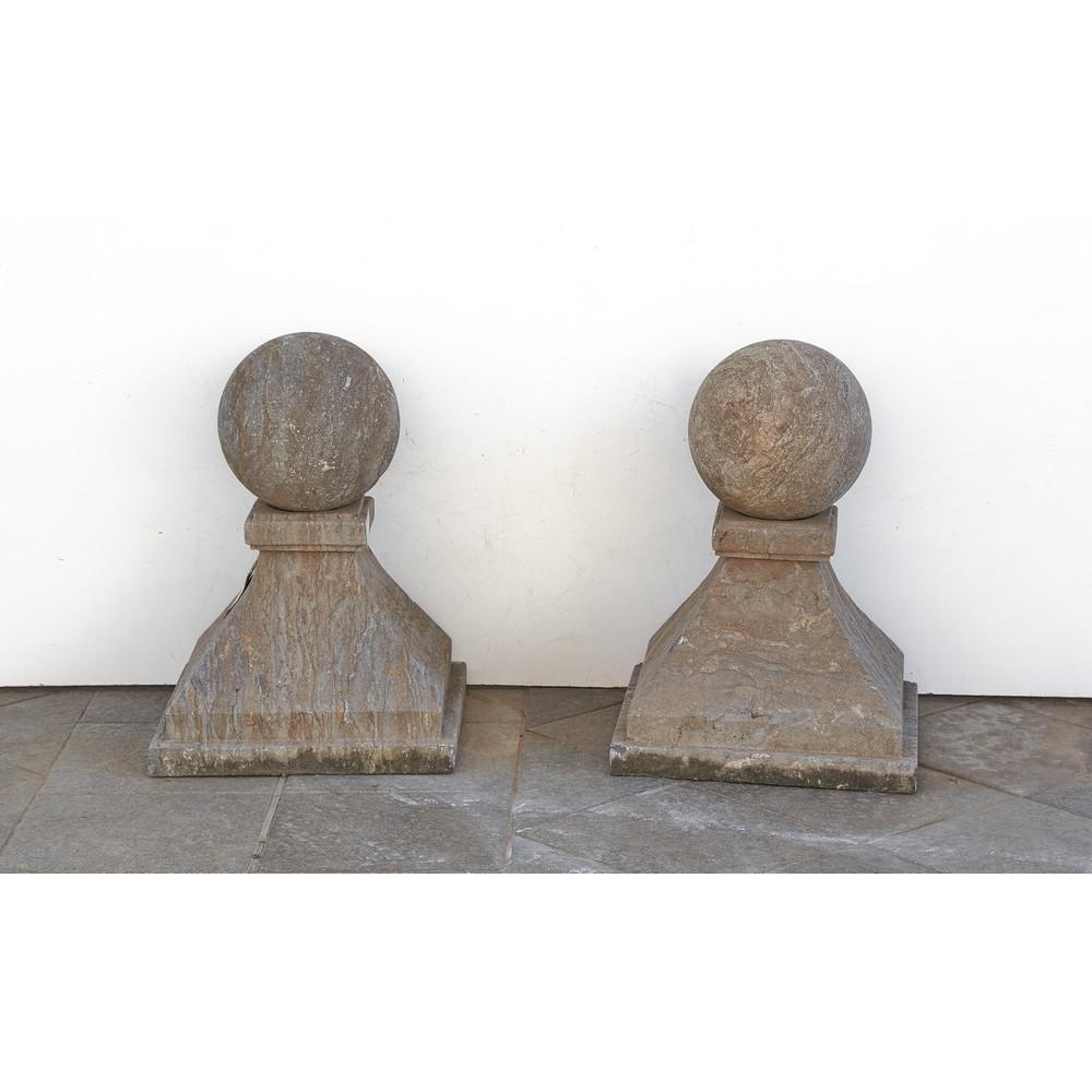 COPPIA ELEMENTI da pilastro in pietra