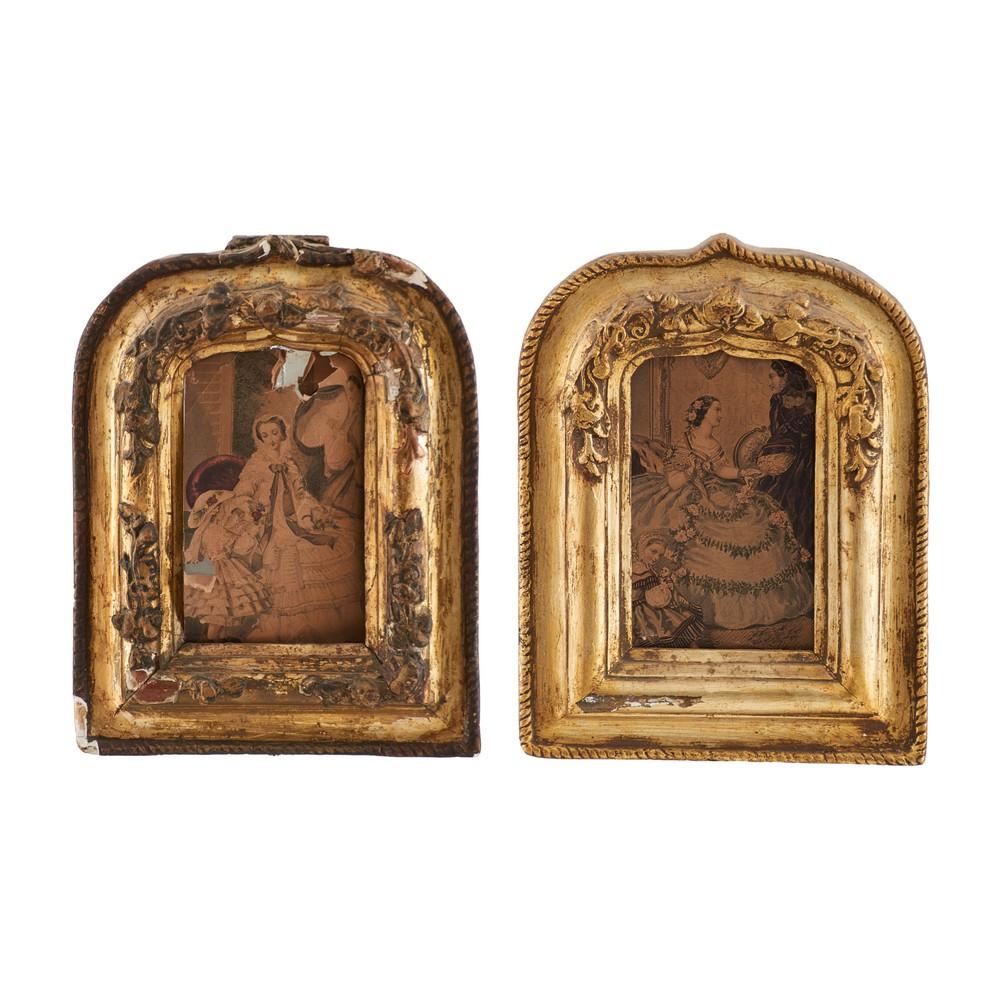 DUE CORNICI a tempietto in legno dorato