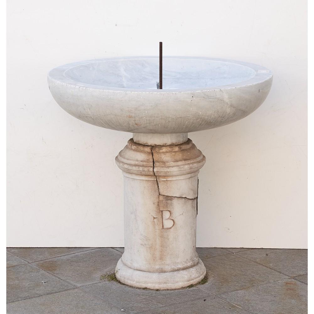 FONTANELLA circolare in marmo bianco