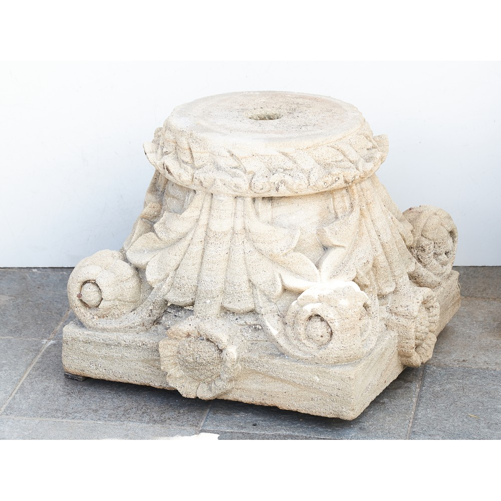 CAPITELLO in pietra