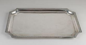 Silbertablett, 800/000, rechteckiges Modell mit eingerückten Ecken, verziert mit einem Rand mit Bl