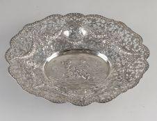 Silberschale, 830/000, oval gesägtes Modell, reich verziert mit Girlanden, Vorhängen und Kartusch