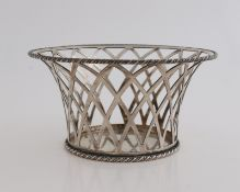 Silver clew basket