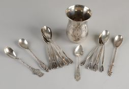 Spoon vase with 16 spoons