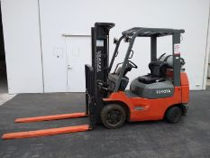 TOYOTA LP FORKLIFT, MODEL 7FGCU20, 3,500 LB CAPACITY, SIDE SHIFT, SOLID TIRES, MAX LIFTING HEIGHT: