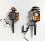 ZWEI KUTSCHENLATERNEN. Metall, Glas u.a. Verschieden. H. ca.52,5/ ca.45cm. Zustand C.