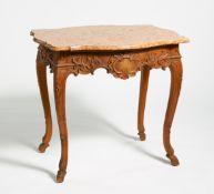 TISCH MIT MARMORPLATTE. Frankreich. Louis XV. Eiche geschnitzt. 78x87x68cm. Zustand B/C.