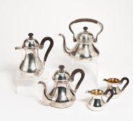 5-TEILIGES KAFFEESERVICE. Deutschland. Silber. Holzhenkel & -knauf. Bestehend aus Kaffeekanne,