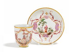 PORCELAIN CUP AND SAUCER WITH HAUSMALEREI. Presumably Meissen. 18th century. Porcelain, decorated in
