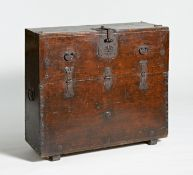 ONE PART CHEST (BANDAJI) WITH FRONTAL FLAP. Korea. Ca. 1900. Wood, lacqured. Fittings from iron. H.