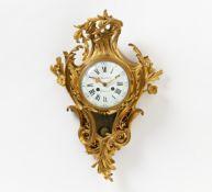 CARTEL STIL LOUIS XV. Paris. Marinot. Bronze vergoldet. Emailzifferblatt. Pendulewerk,