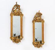 PAAR SPIEGELBLAKER STIL ROKOKO. Holz geschnitzt, gold gefasst, Spiegelglas, Metall. H.58, B.18,