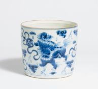 BRUSH POT WITH SHIZI LIONS AND BROCADE SPHERES. China. Porcelain painted underglaze blue. Underneath