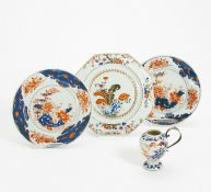 THREE DISHES AND VASE WITH SILVER HANDLE. China. Qing dynasty. 18th c. Porcelain Imari and famille