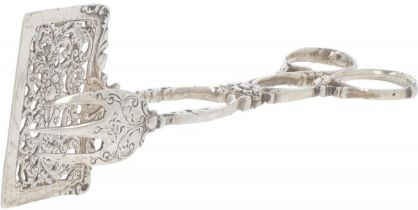 Biscuit tongs silver.