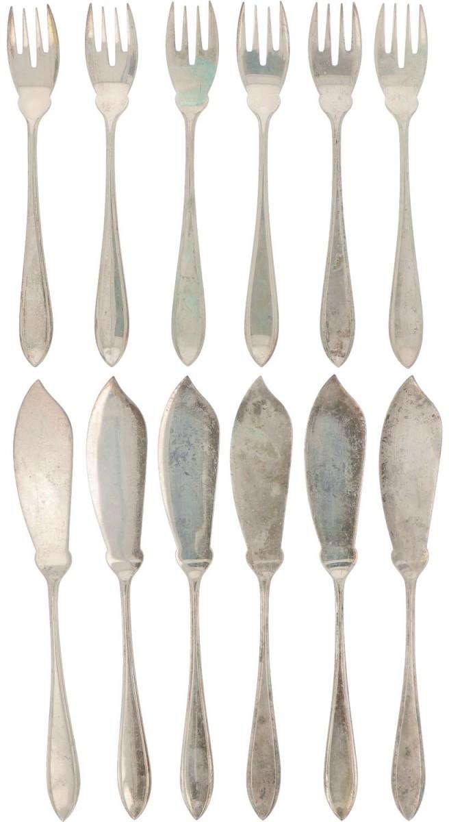 (12) piece set of silver fish cutlery.