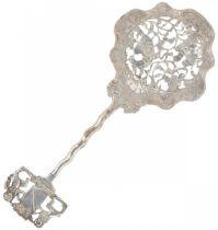 Sprinkler spoon silver.
