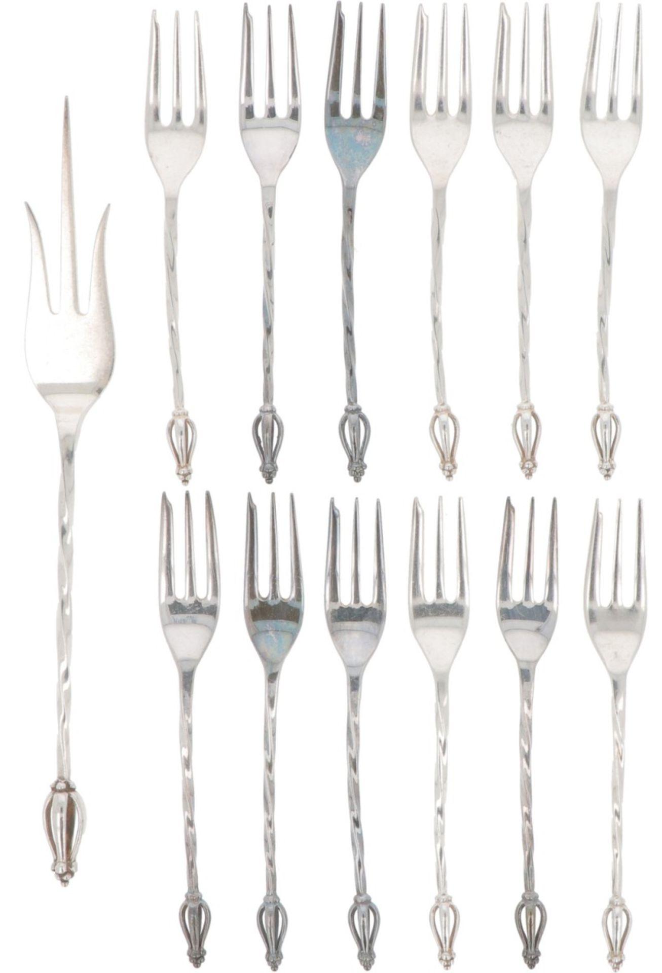 (13) piece set of cake forks & cake fork silver.