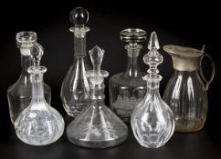 A lot comprised of (7) various flasks, a.o. cut glass, 20th century.