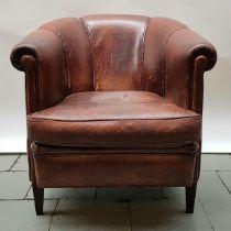 (Curiosa) Fauteuil Leren fauteuil met geplooide rugleuning, tweede helft 20e eeuw. Conditie: In