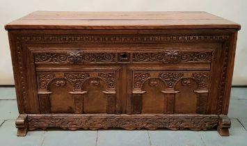 (Antiek) Dekenkist Hollands eiken dekenkist met gestoken front panelen, circa 1800. Conditie: I