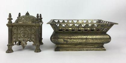 (Antiek) Tafelbel en schaal Messing tafelbel en messing schaal met lade. Knop van de lade geme