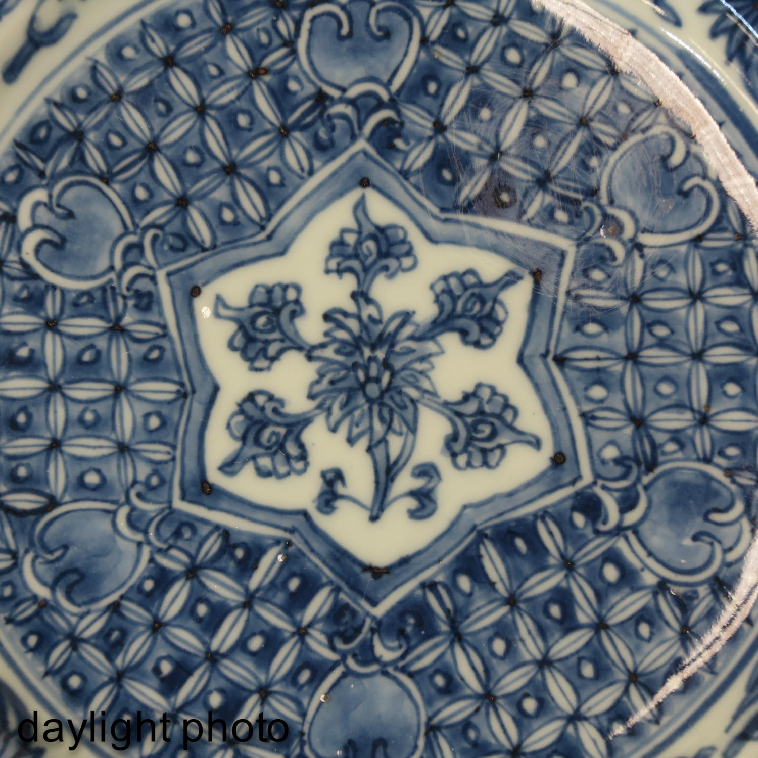 A Lot of 2 Blue and White Plates - Image 10 of 10
