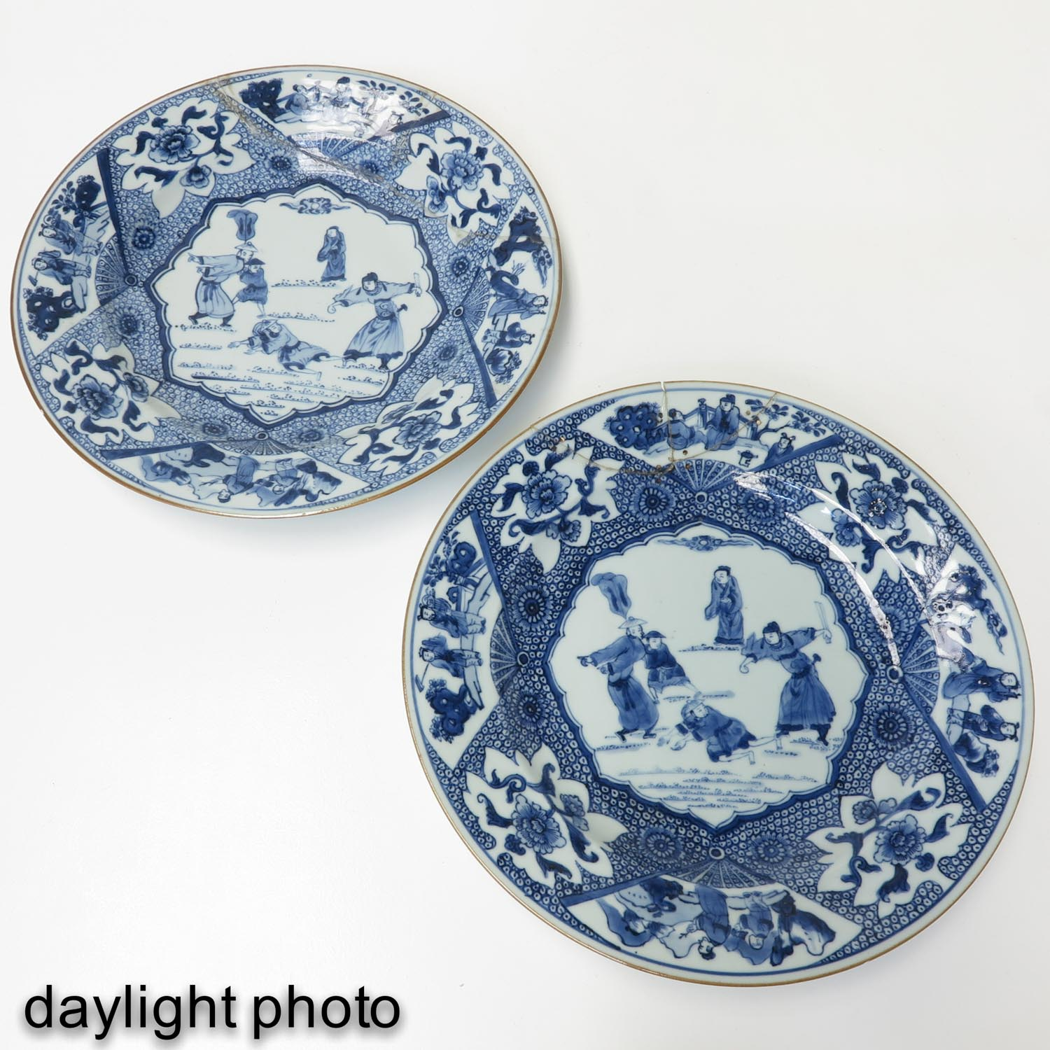 A Pair of Blue and White Plates - Image 7 of 10