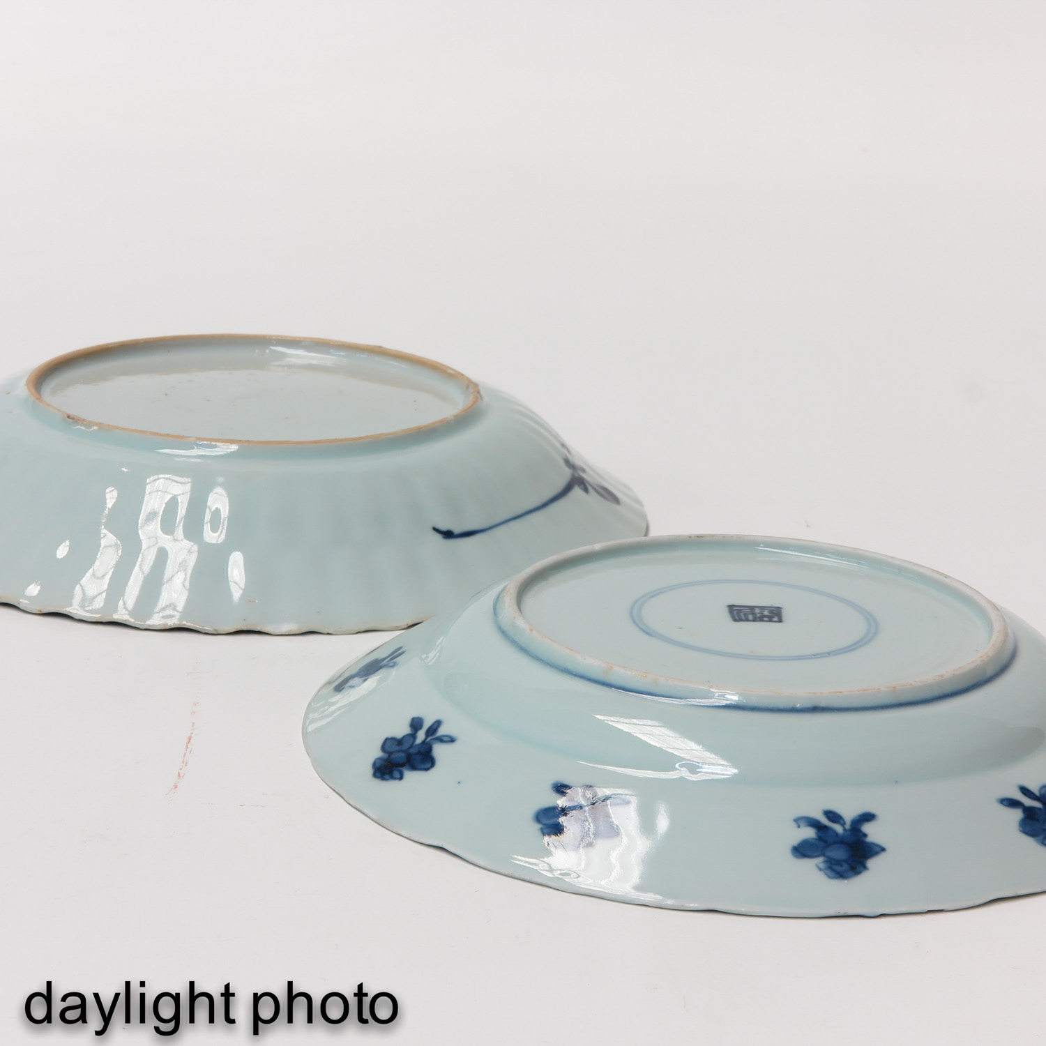 A Lot of 2 Blue and White Plates - Image 8 of 10