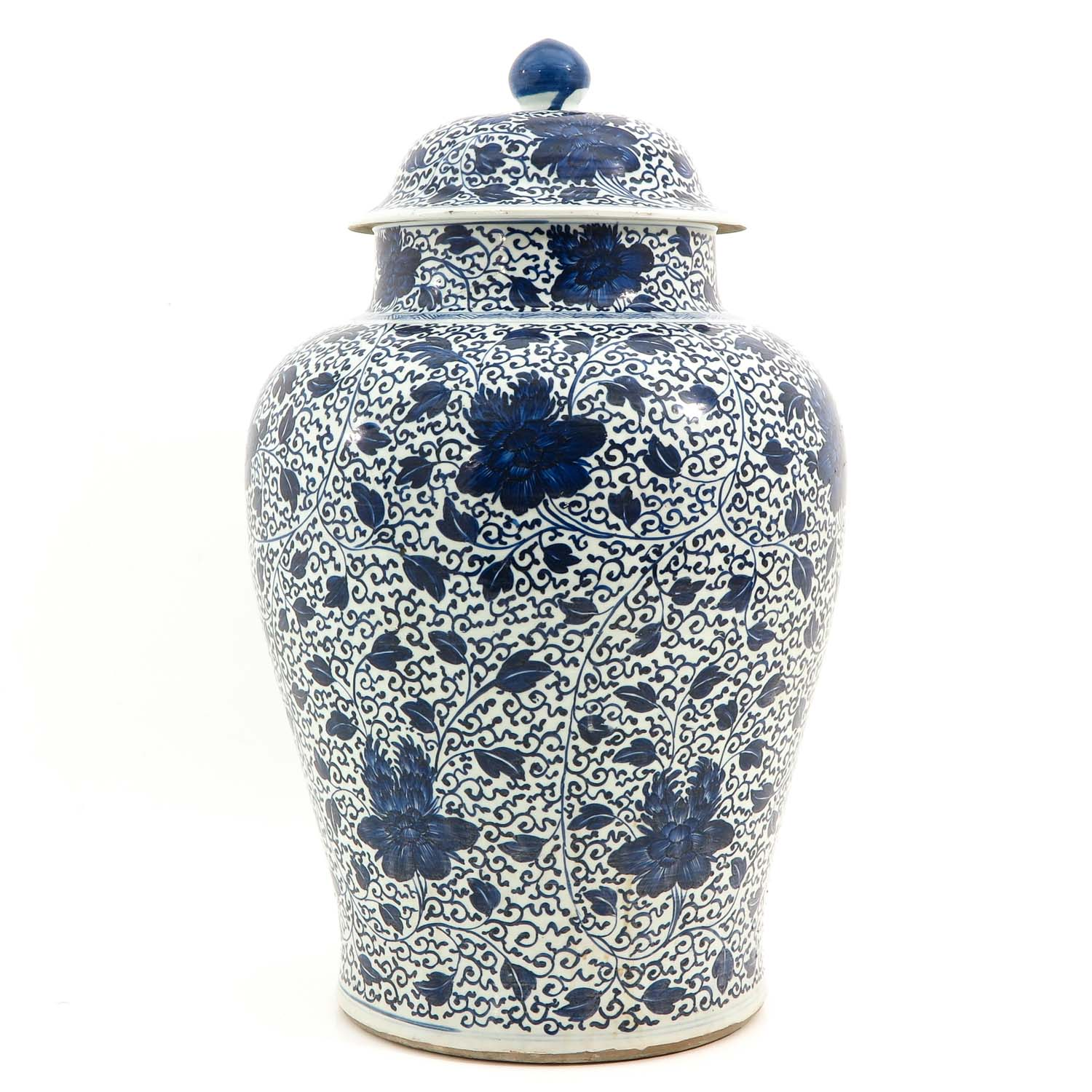 A Large Blue and White Jar - Image 4 of 9