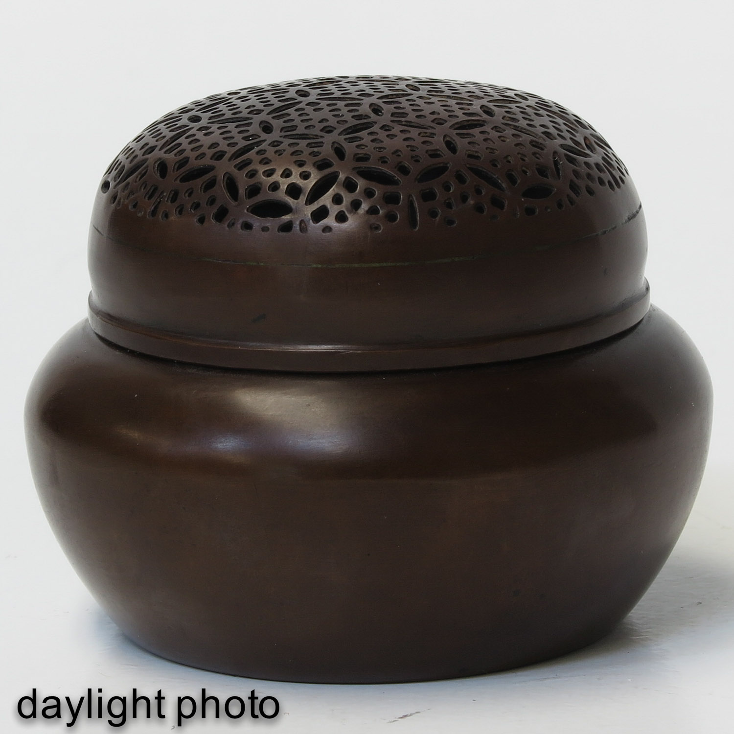 A Bronze Jar with Cover - Image 7 of 10