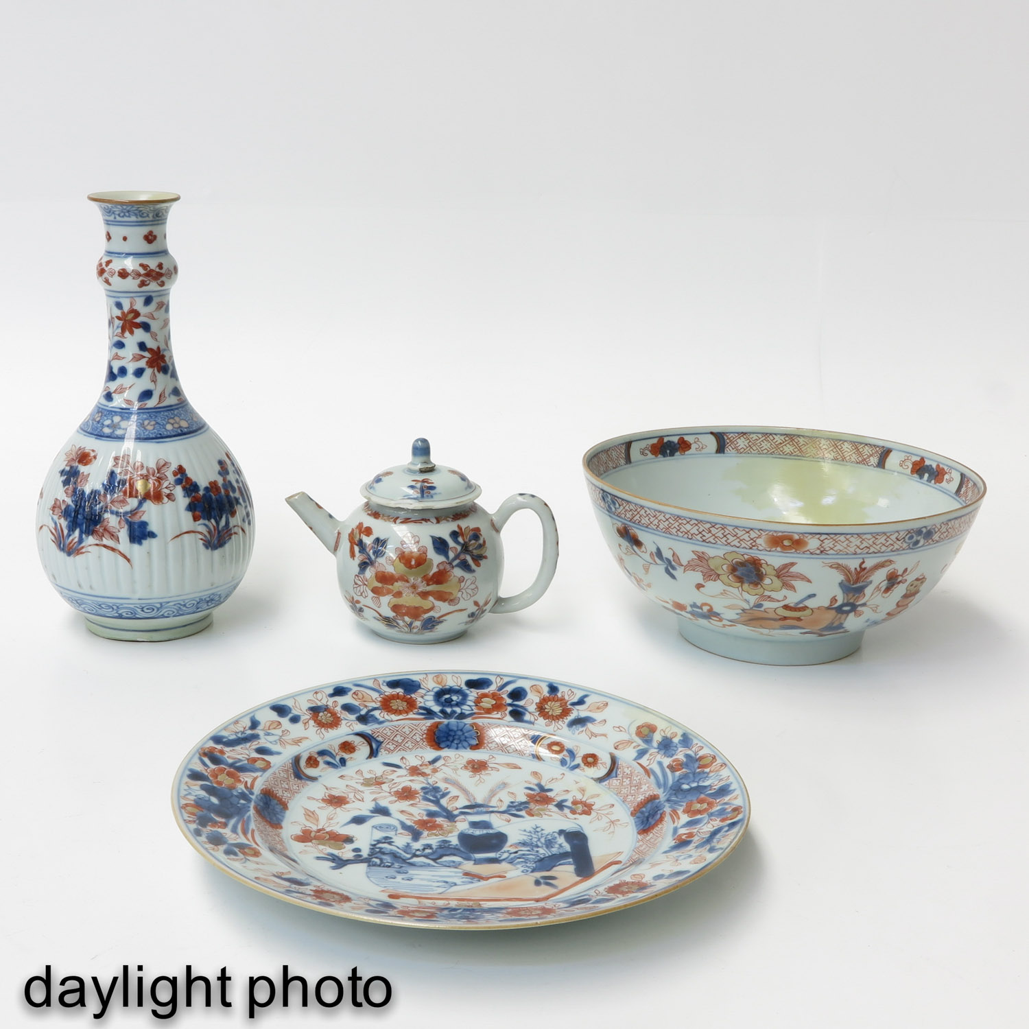 A Collection of Imari - Image 7 of 10