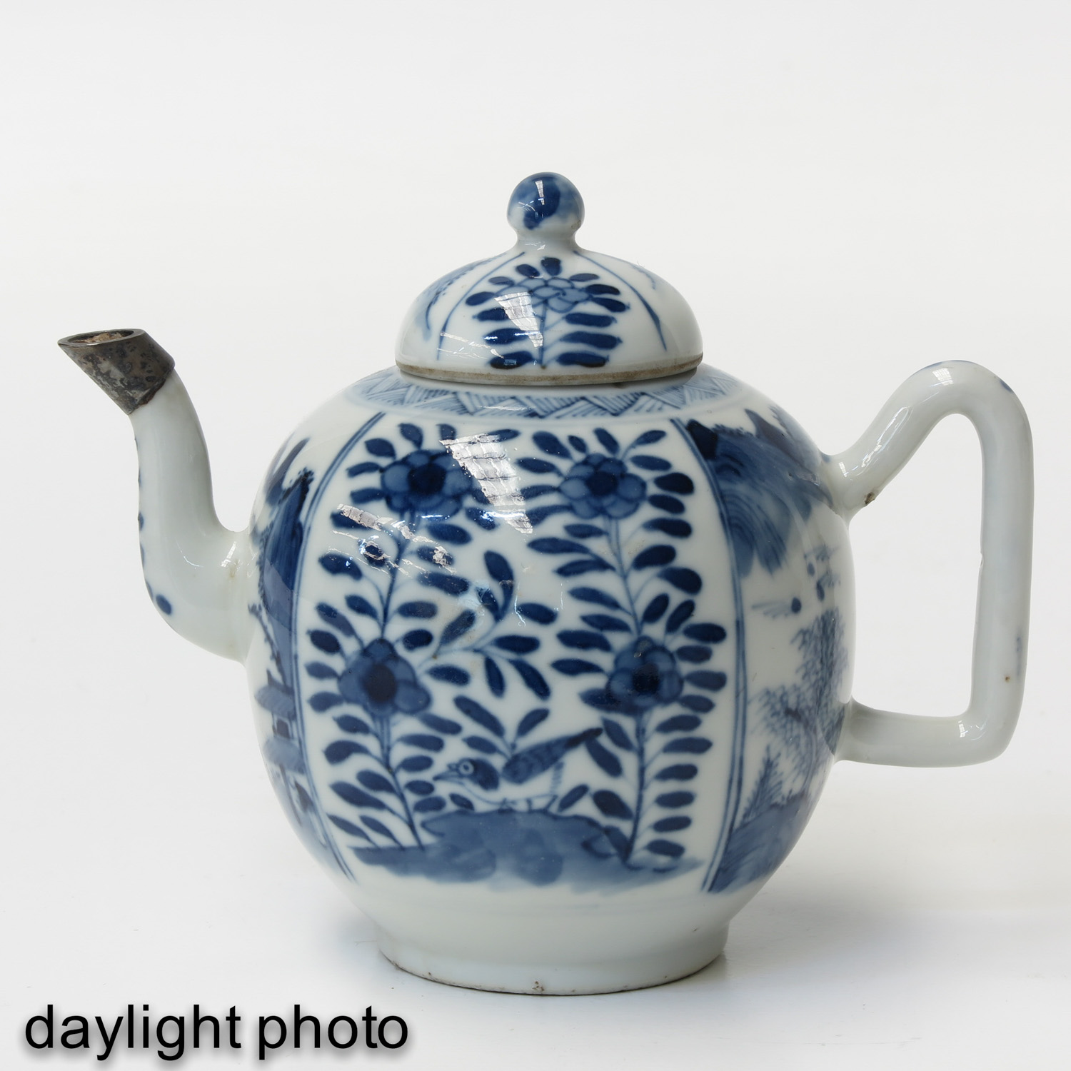 A Blue and White Teapot - Image 7 of 9