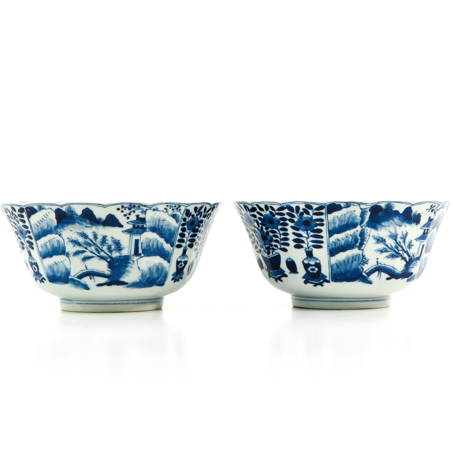 A Pair of Blue and White Bowls - Image 4 of 10