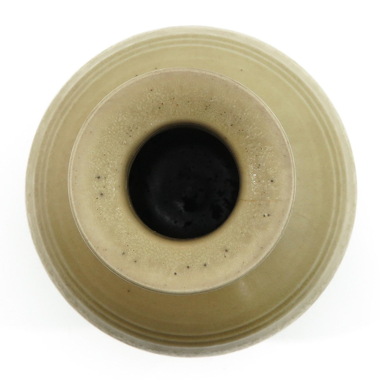 A Cream Glazed Vase - Image 5 of 9