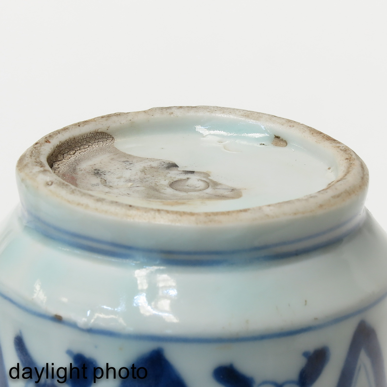 A Blue and White Twin Fish Vase - Image 8 of 9