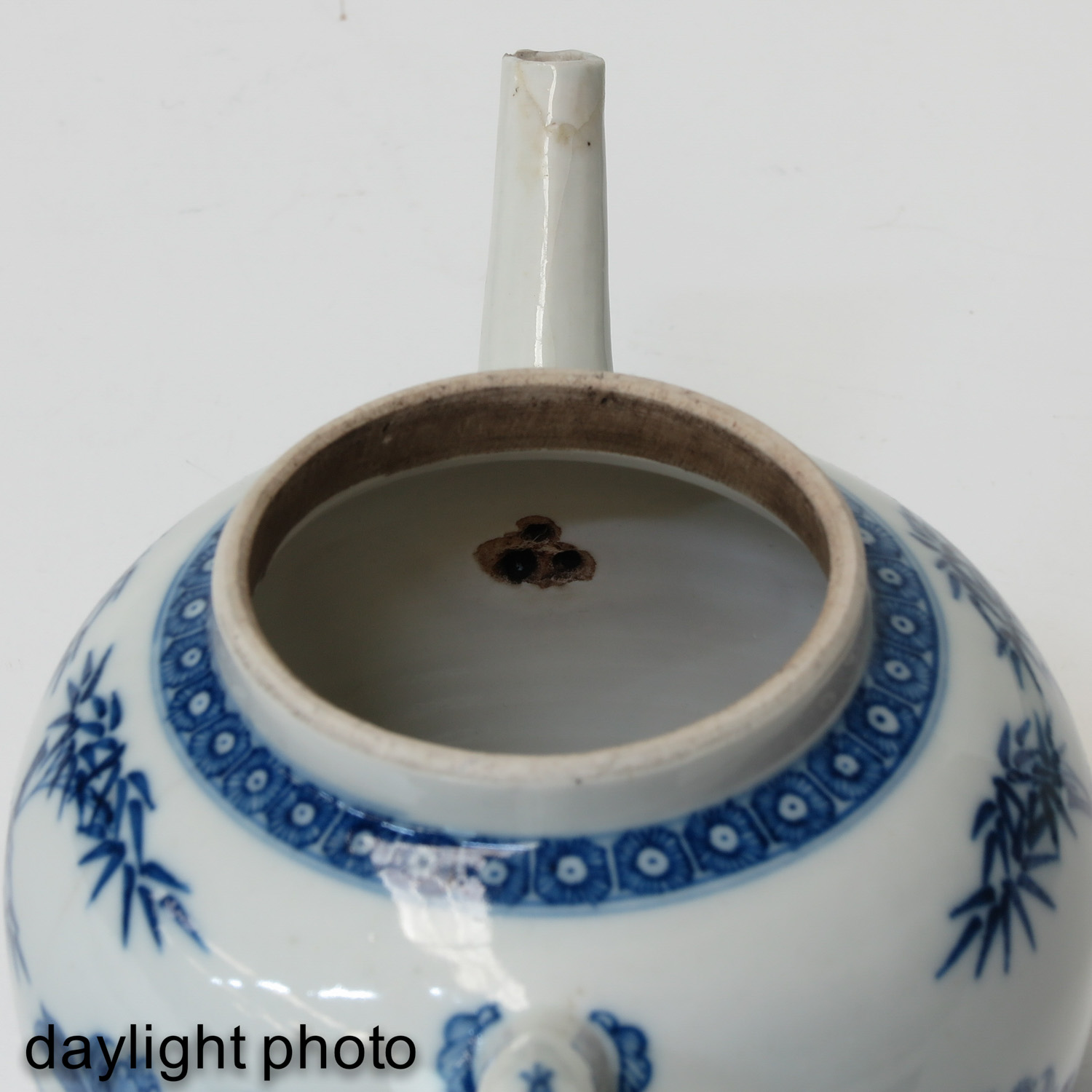 A Blue and White Bowl and Teapot - Image 9 of 10