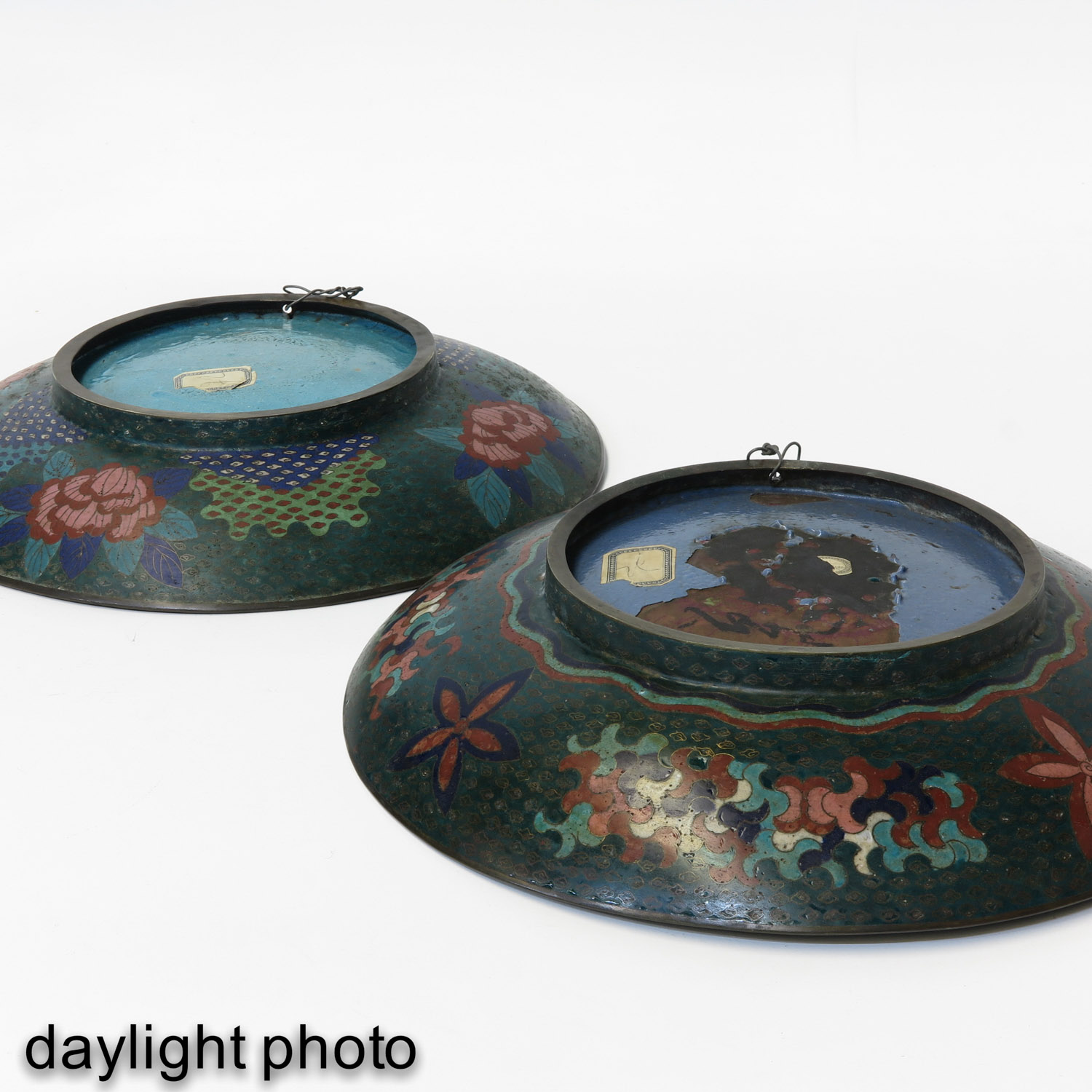 A Pair of Cloisonne Chargers - Image 8 of 10