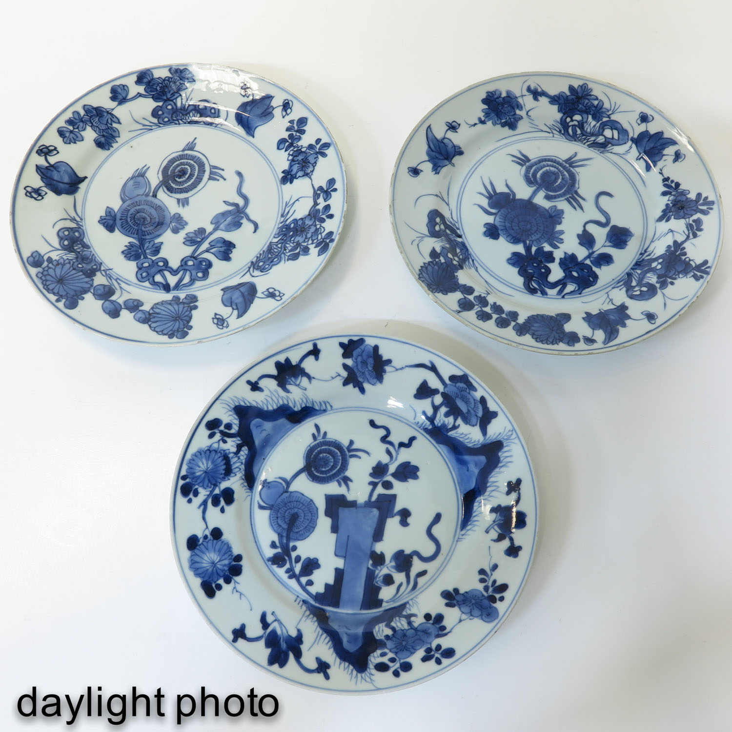 A Lot of 3 Blue and White Plates - Image 9 of 10