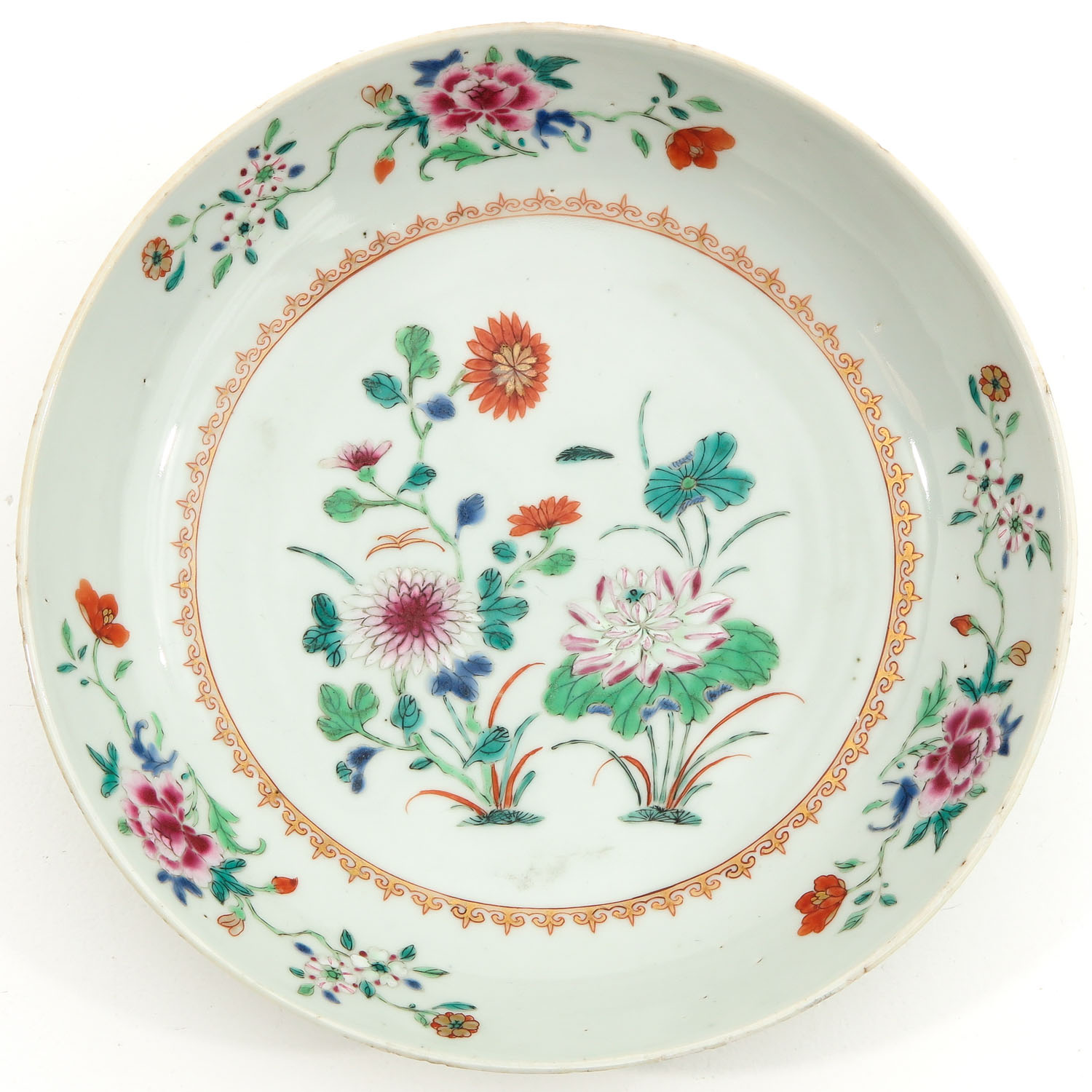 A Collection of 3 Famille Rose Plates - Image 5 of 10