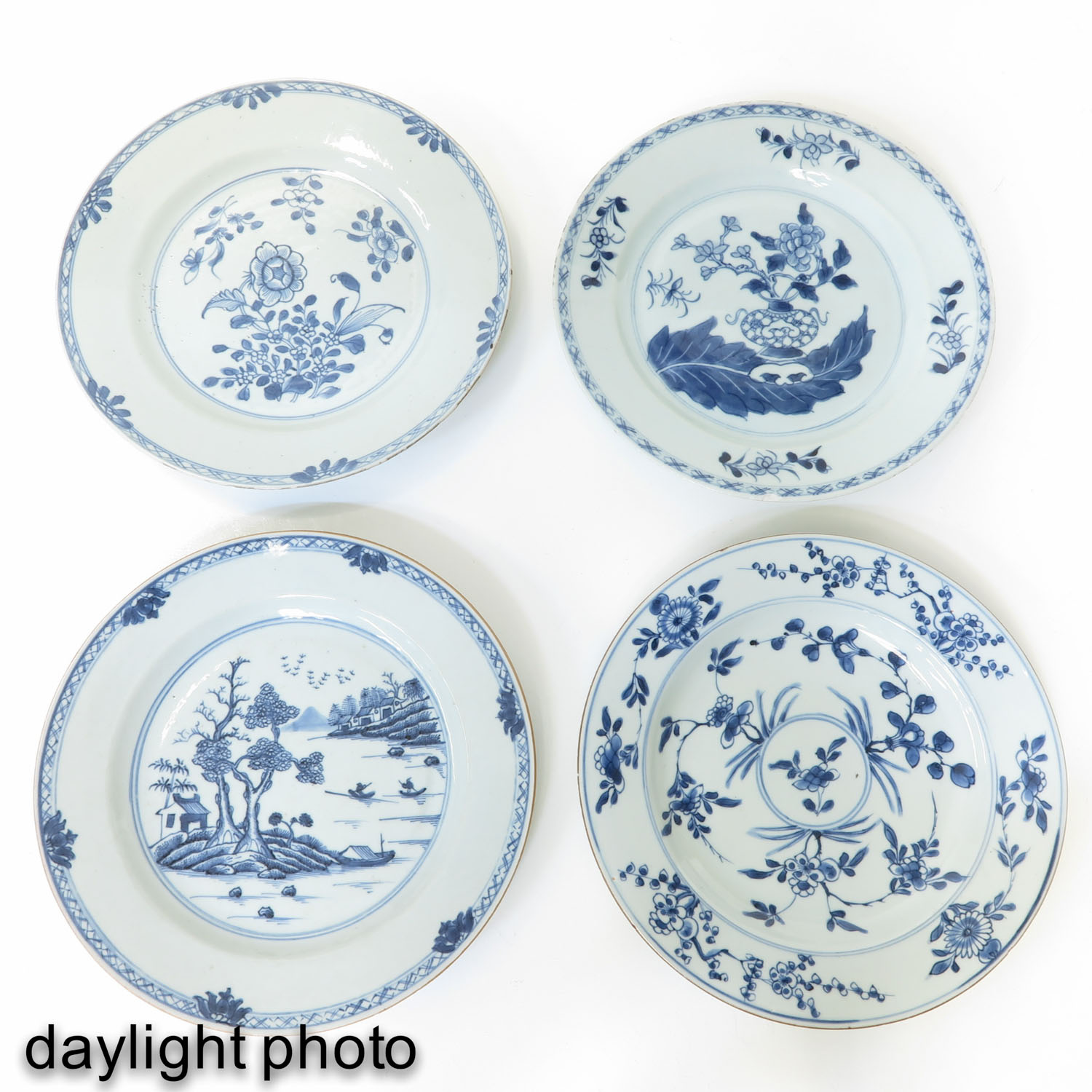 A Collection of 4 Blue and White Plates - Image 7 of 10