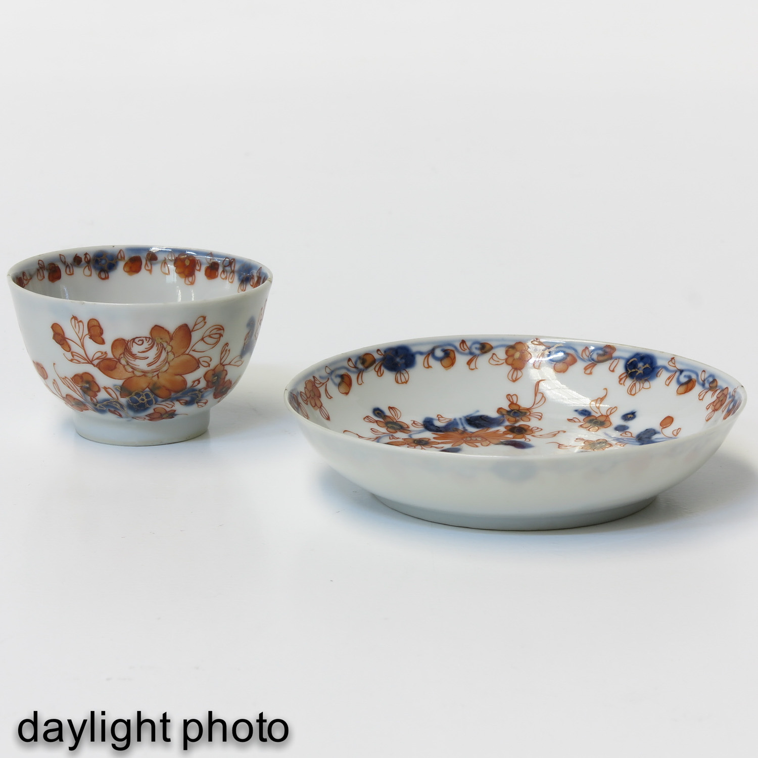 A Collection of Imari Cups and Saucers - Image 9 of 10