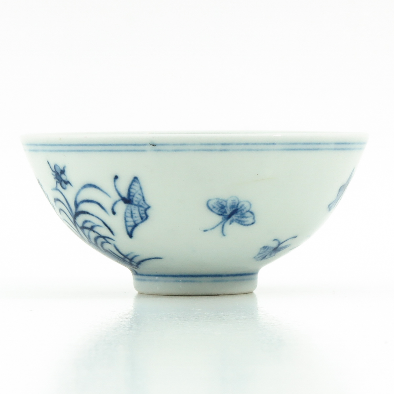 A Blue and White Cup - Image 4 of 9