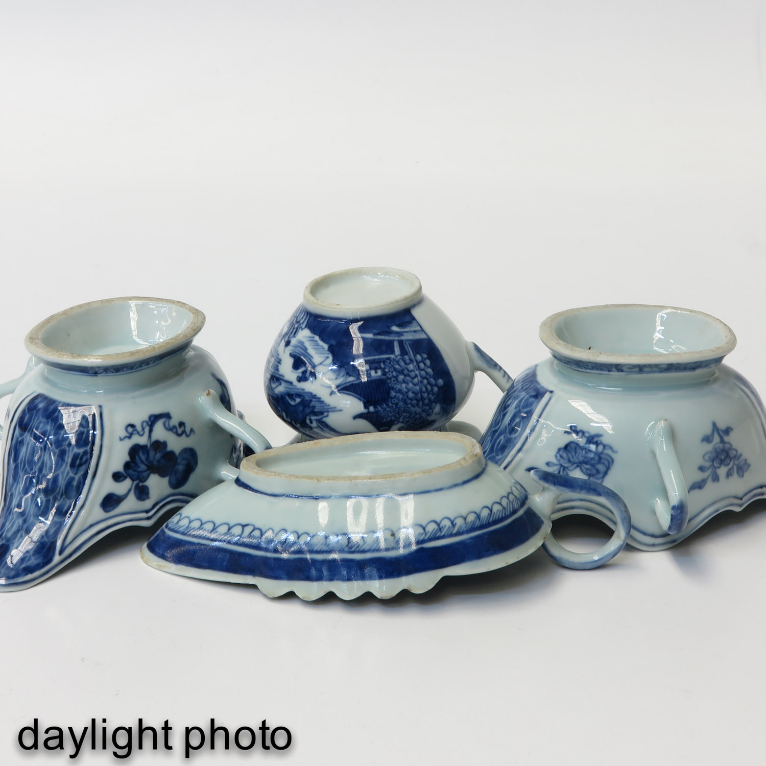 A Collection of Porcelain - Image 8 of 10