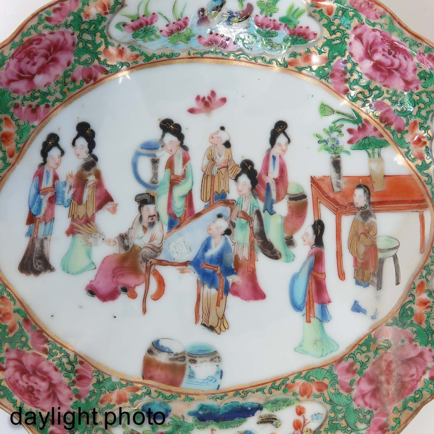 A Collection of Cantonese Porcelain - Image 9 of 10