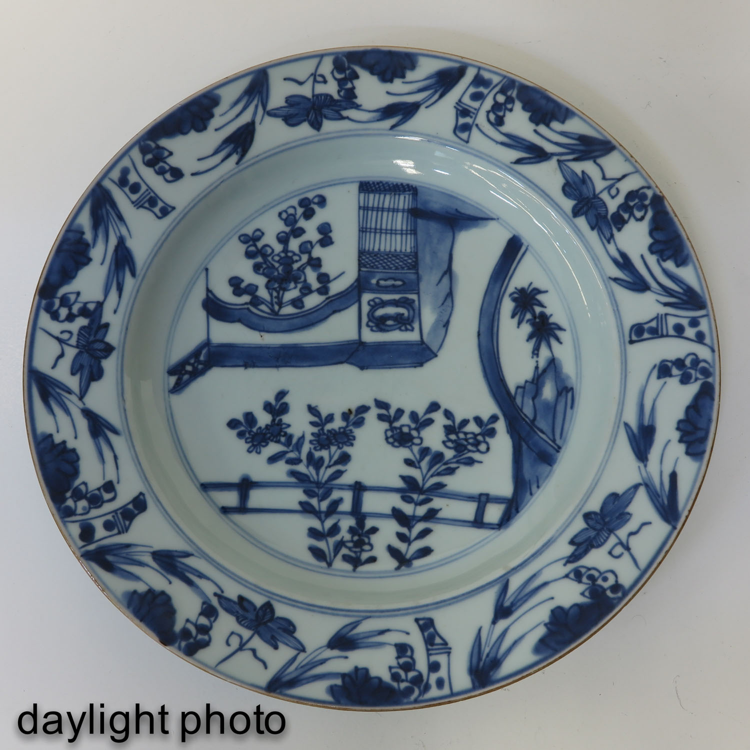 A Pair of Blue and White Plates - Image 7 of 9